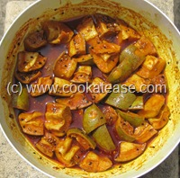 Aam_Achar_North_Indian_Green_Mango_Pickle_Maangai_Oorukai
