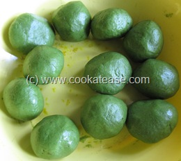 Palak_Poori_Puri_Indian_Spinach_Bread_10