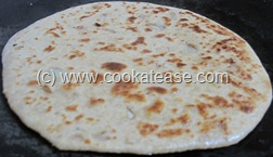 Pyaz_Paratha_Onion_Stuffed_Indian_Bread_12