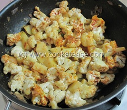 Spicy_Cauliflower_Potato_Aloo_Gobi_Fry_17