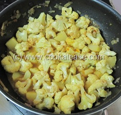 Spicy_Cauliflower_Potato_Aloo_Gobi_Fry_18