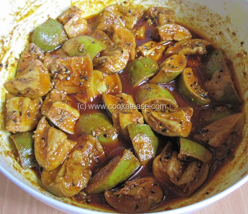 Aam_Achar_North_Indian_Green_Mango_Pickle_Maangai_Oorukai_15