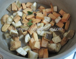 Senai_Vazhakkai_Erissery_Pepper_Seasoned_Yam_Raw_Banana_5