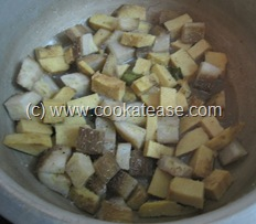 Senai_Vazhakkai_Erissery_Pepper_Seasoned_Yam_Raw_Banana_6